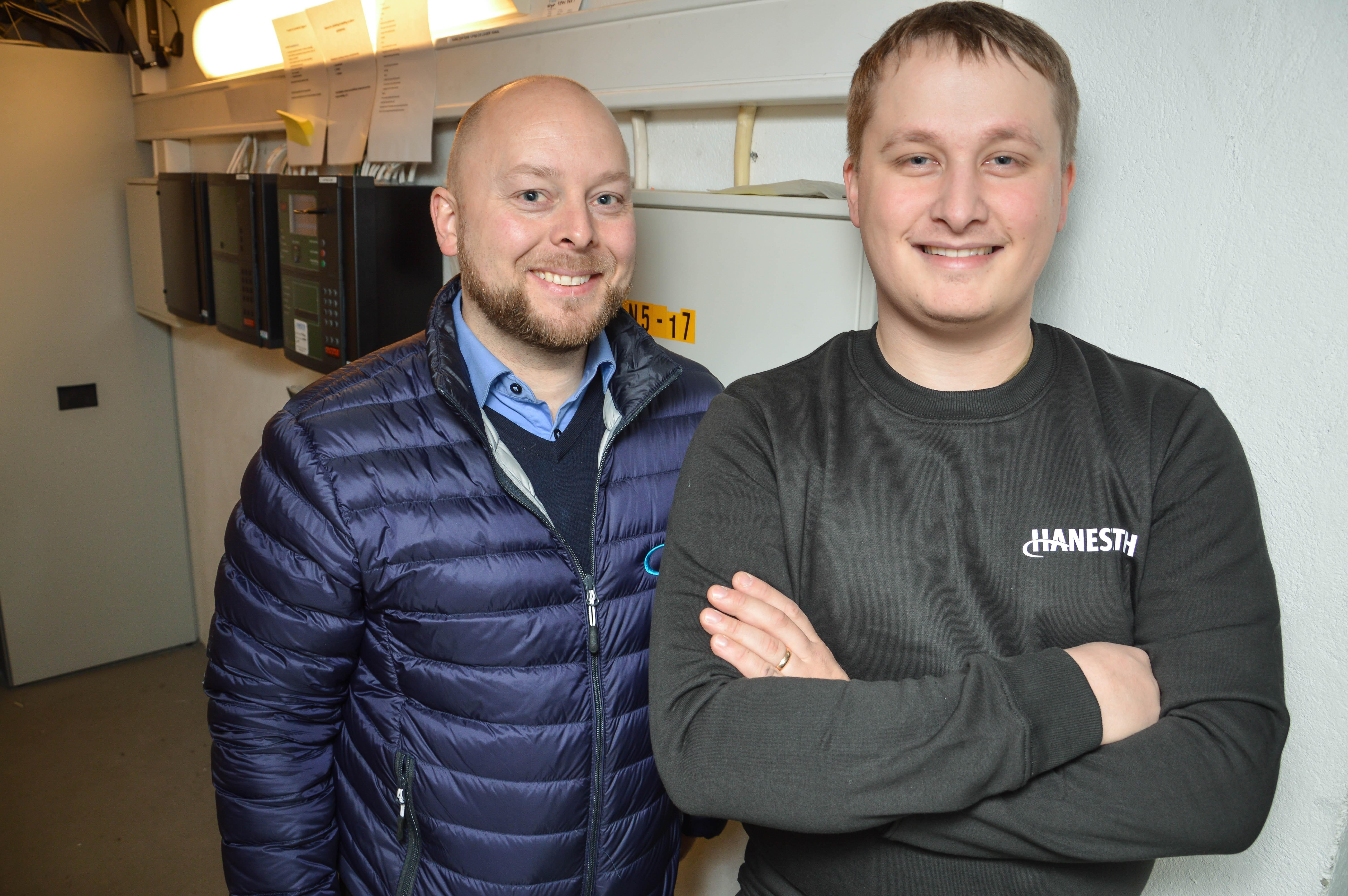 Avdelingsleder Thomas Karlsen og telekommunikasjonsmontør Hugo Lihaug. Foto.