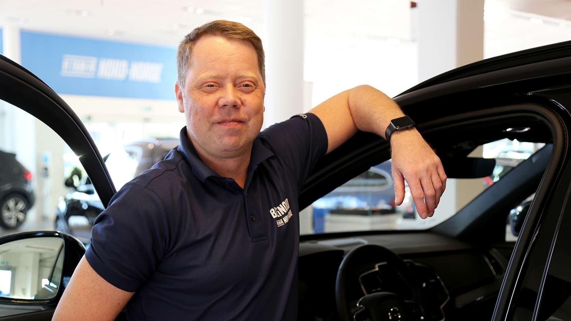 De fleste Volvo-kjøpere ønsker at bilen har mye av den mest moderne sikkerhetsteknologien som finnes på markedet, sier selger Tom Erik B. Hagen hos Bil i Nord Harstad.